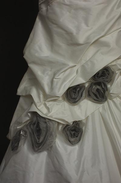 Emmy robe de mariée outlet détail jupe