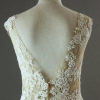 Emmanuella Pronovias détail dos la mariée à Bicyclette robe de mariée d'occasion