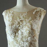 Emmanuella Pronovias détail devant la mariée à Bicyclette robe de mariée d'occasion