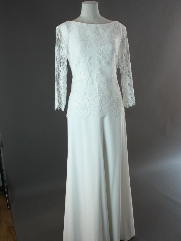 Evelyne - Jesus Peiro - devant avec gilet de dentelle - la mariée à Bicyclette - robe de mariée occasion