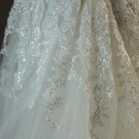 Lucy - Miss Kelly - detail dentelle - la mariée à Bicyclette - robe de mariée occasion