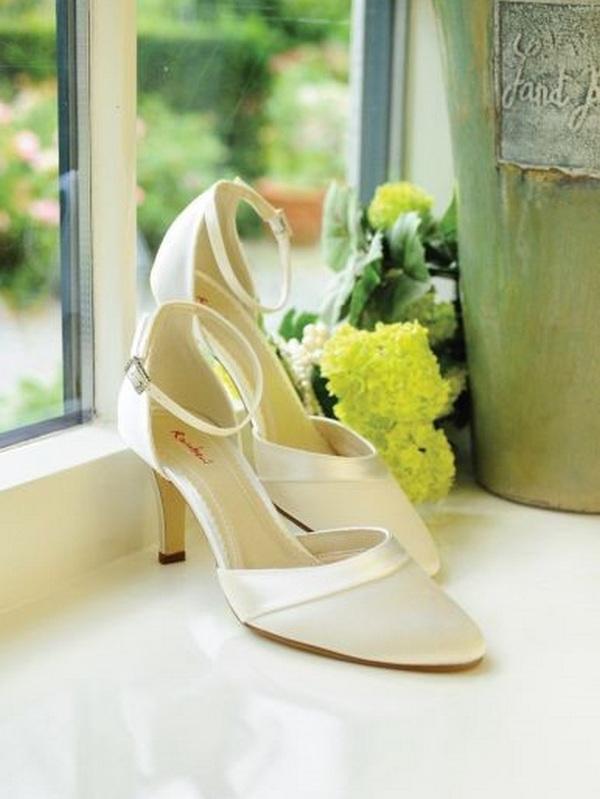 Amanda (2) – La mariée à Bicylette – chaussures Elsa Coloured Shoes