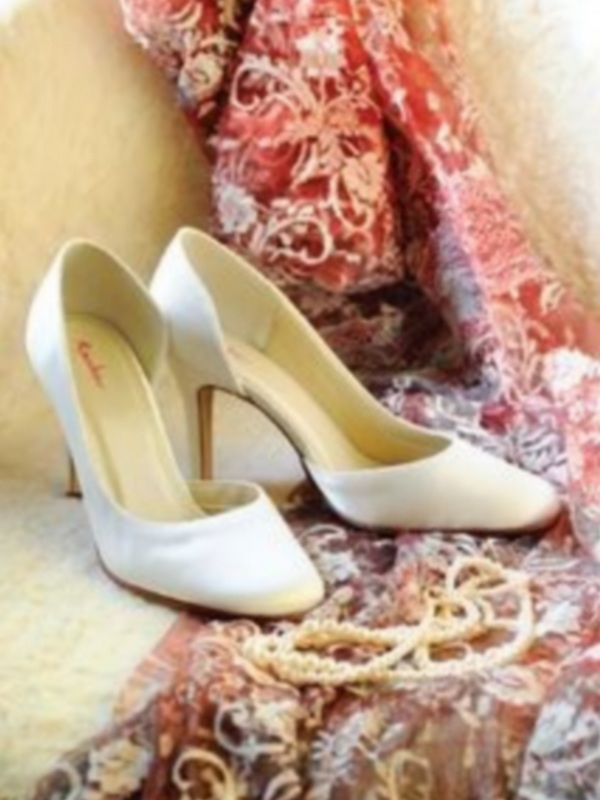 Emma – La mariée à Bicylette – chaussures Elsa Coloured Shoes – outlet