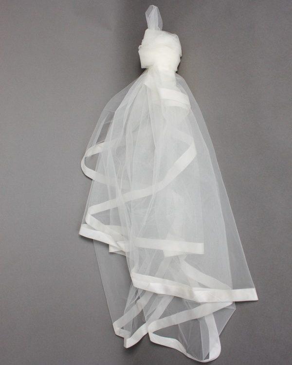 Voile la mariée à bicyclette bord ruban
