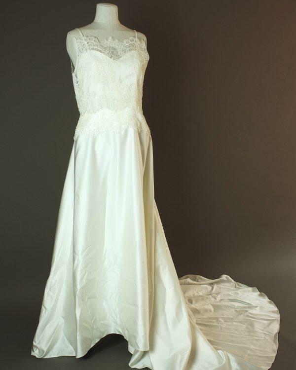Frida - Creation Bochet - La mariee à bicyclette - robe de mariée occasion - devant dentelle